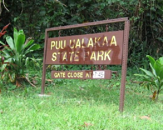 Puu Ualakaa State Park: Park Entrance Sign