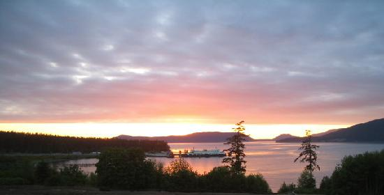 Anacortes, WA: Sunset at ferry landing