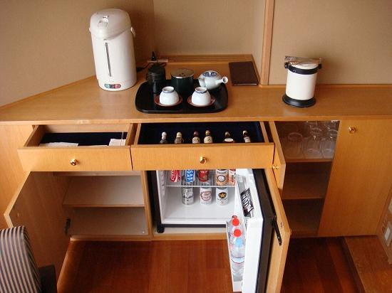 Meguro Gajoen : The fully stocked bar