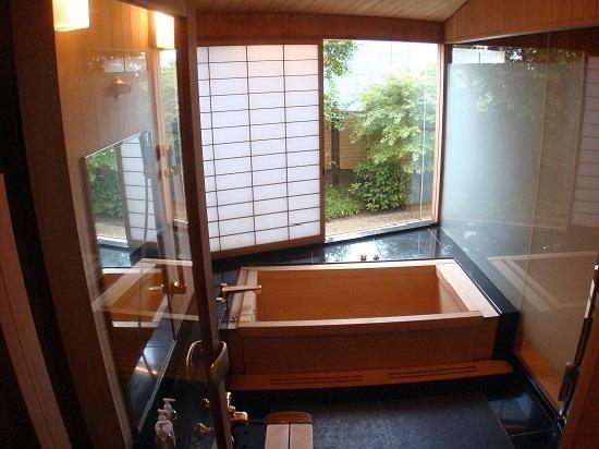 Meguro Gajoen: The Japanese Cedar bath