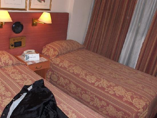 Concorde Hotel : Two single beds