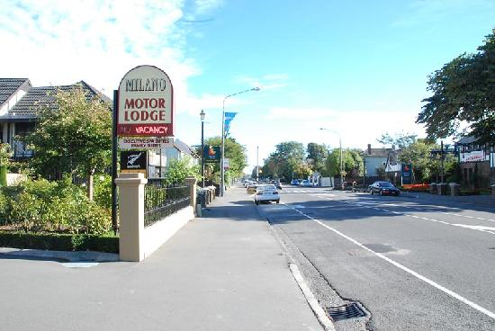 Milano Motor Lodge: Milano Lodge Motel - from the front entrance looking along Pananui Road towards Merrivale