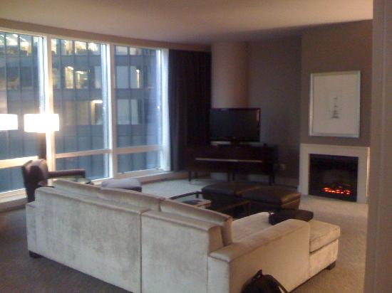 Trump International Hotel & Tower Chicago: Living/TV Area, fireplace