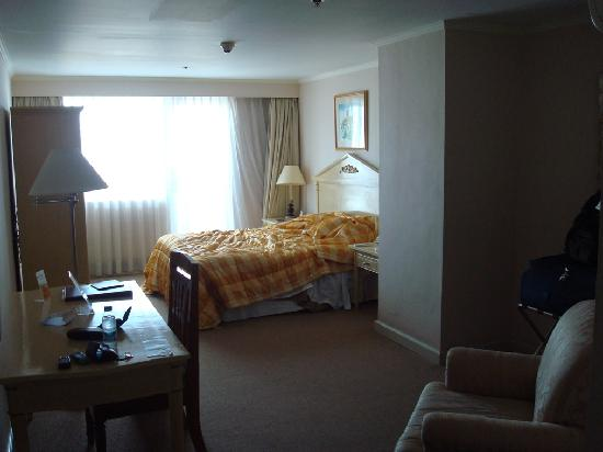 Best Western Oxford Suites Makati: Standard Room (I know how to make a bed..honest!)