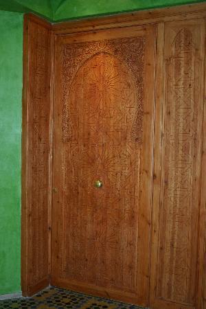 Es Saadi Marrakech Resort - Palace : Carved wooden door