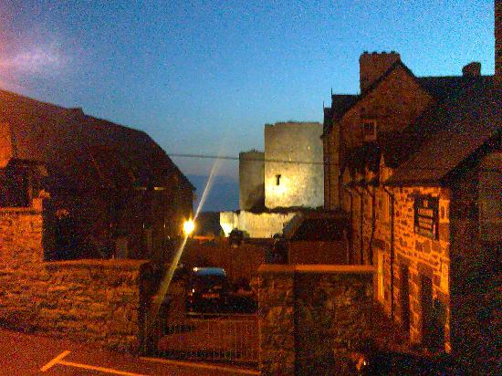 Castle Cottage Restaurant with Rooms: From another window room 7 (night)