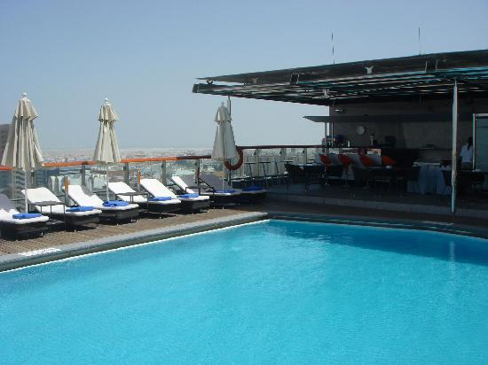 Hilton Dubai Creek : pool bar