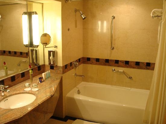Jeddah Hilton Hotel: bathroom