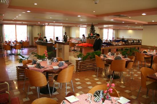 The Peninsula Chittagong: Flamingo Cafe
