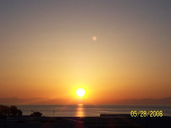 Apollo Beach Hotel : sun rise from our balcony window!