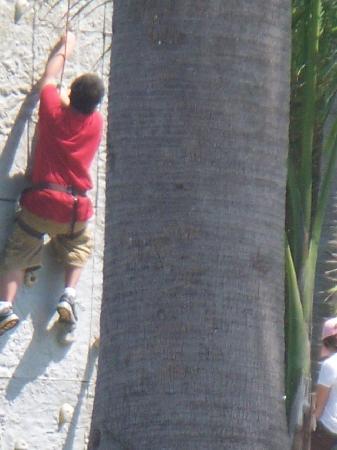Club Med Ixtapa Pacific: rock wall !!