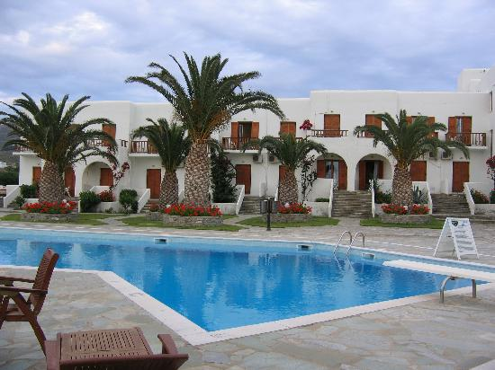 Hotel Eri: View of the Pool Area