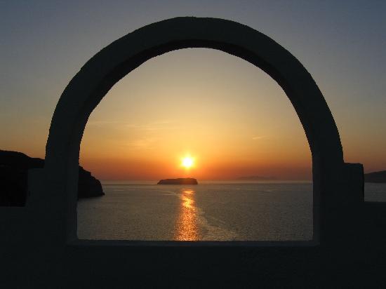 Hotel 28: A Santorini Sunset