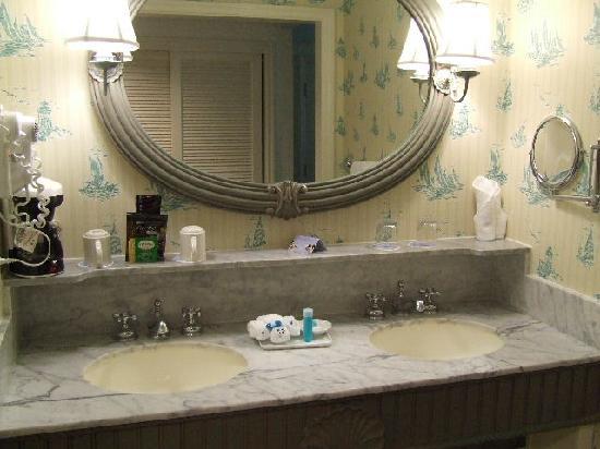 Disney's Beach Club Resort: sink and vanity area