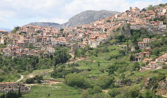 Арахова, Греция: Arachova is a quaint village near Delphi
