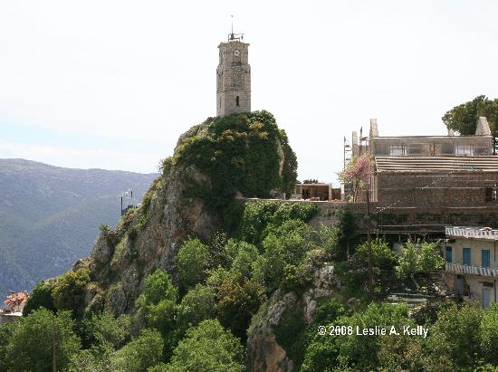 Αράχωβα, Ελλάδα: Arachova town clock sits high on a hill