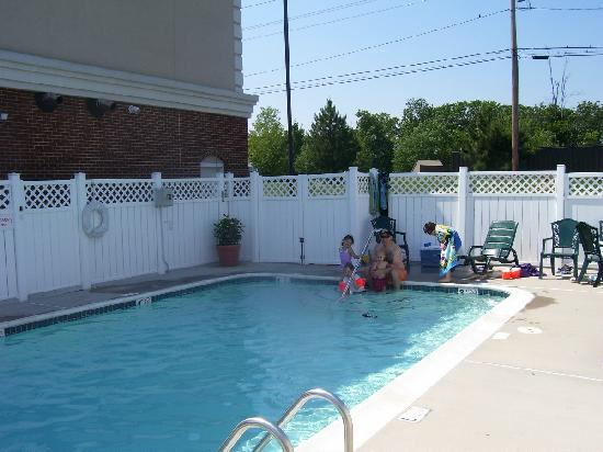 Country Inn & Suites By Carlson, Bel Air East at I-95 Riverside (Aberdeen) : Pool area