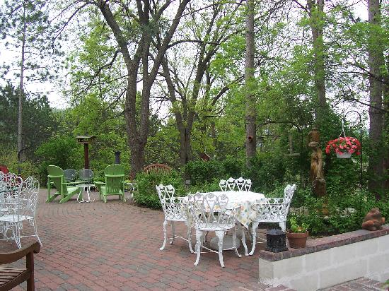 Meadows Inn Bed and Breakfast : the patio