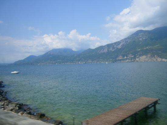 Hotel Laura Christina: Lake