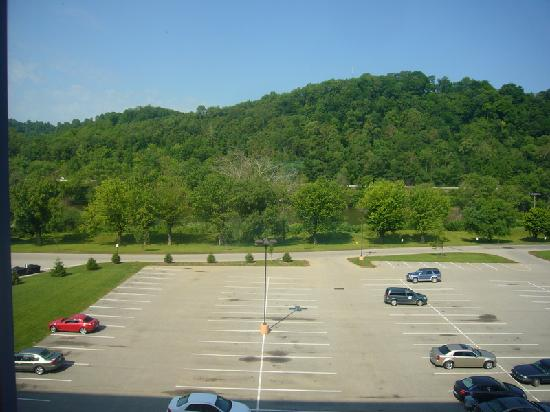 Wheeling Island Hotel Casino Racetrack: room view