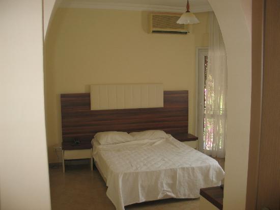 Kassandra Hotel: our bedroom