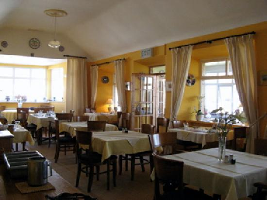 Keel, Irlandia: The dining room at The Bervie