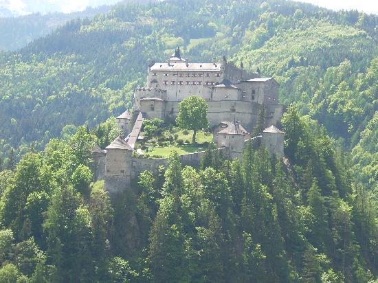 Werfenweng, Austria: Werfen Castle - on the journey up to the ice caves