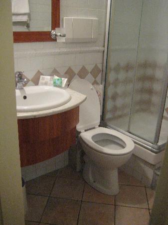 โรงแรมเดลเล เรจิโอนิ: bathroom