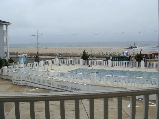 Sandpiper Beach Resort: Pool (closed for season - but must be great in summer)