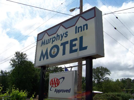 Murphys Inn Motel: Highway Sign