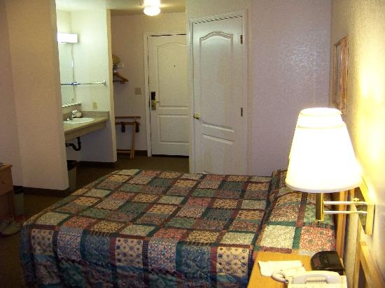 Murphys Inn Motel: Bedroom view