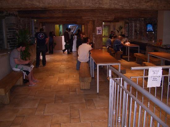 Isaacs Hostel: Reception