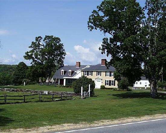 West Brookfield, Μασαχουσέτη: Salem Cross Inn is set on 600 acres of farmland