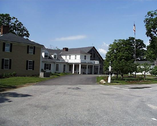 Salem Cross Inn Restaurant and Tavern: A view of the entrance showing both the inn and the barn