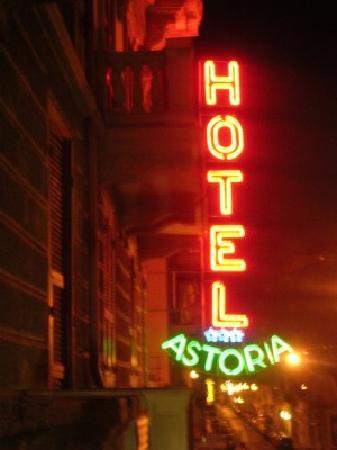 Hotel Astoria: sign