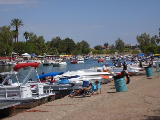 Knights Inn Lake Havasu City: channel packed with boats on Memorial Day