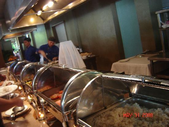 Dos Palmas Island Resort & Spa: Eating time!