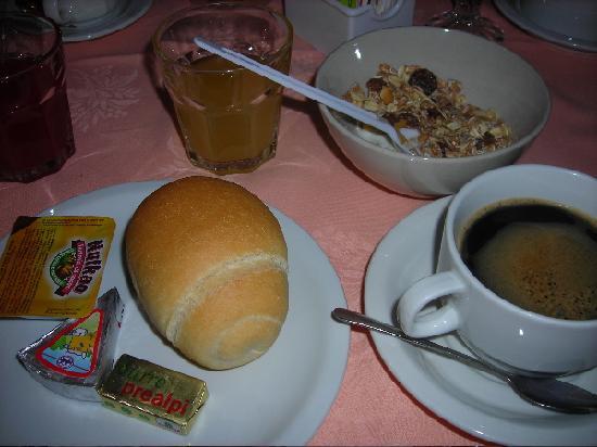 Hotel Bologna : Breakfast.