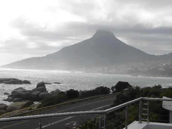 The Twelve Apostles Hotel and Spa: Breathtaking view form breakfast