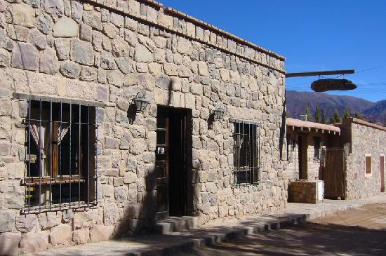 Rincon de Fuego: frente de la hosteria