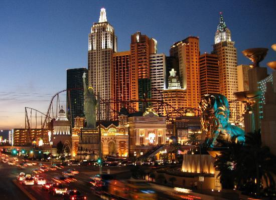 Las Vegas, NV: Foto Nocturna del Hotel NewYork NewYork