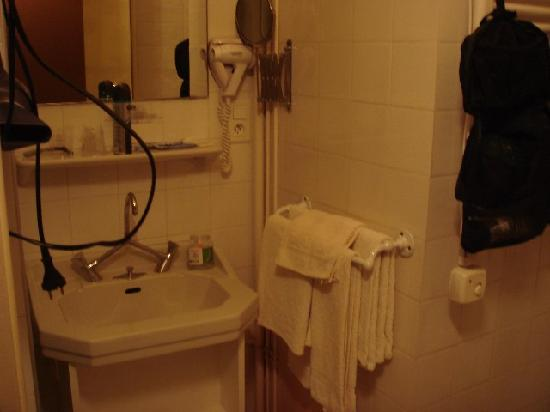 L'hostellerie de l'Eveche: Baño