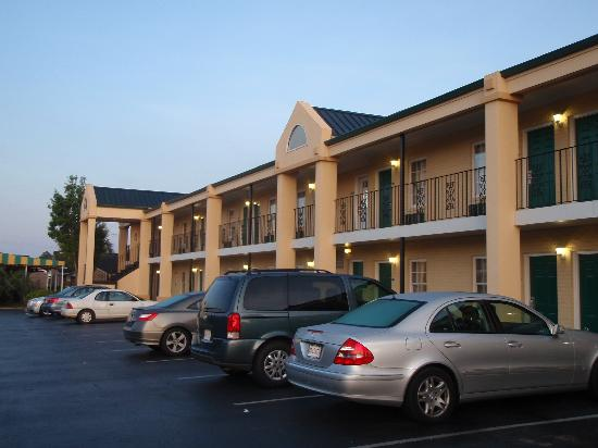Crossroads Inn & Suites: Hotel