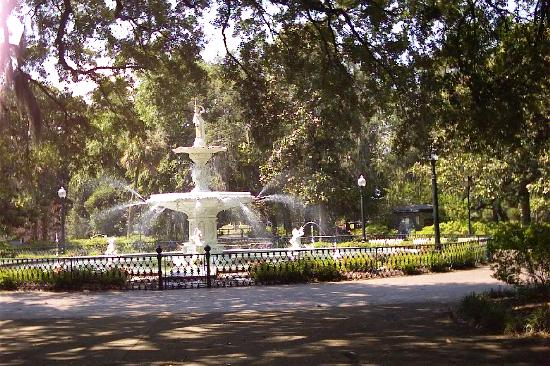 Best Western Savannah Gateway: The Grand Fountain in the Park