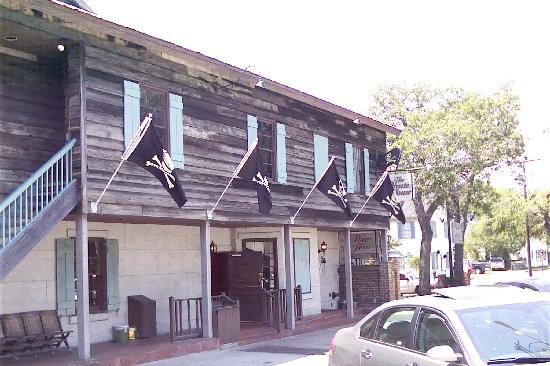 Best Western Savannah Gateway: Pirate House where Treasure Island was thought up