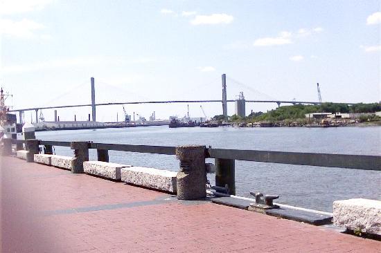 Best Western Savannah Gateway: Savannah waterfront