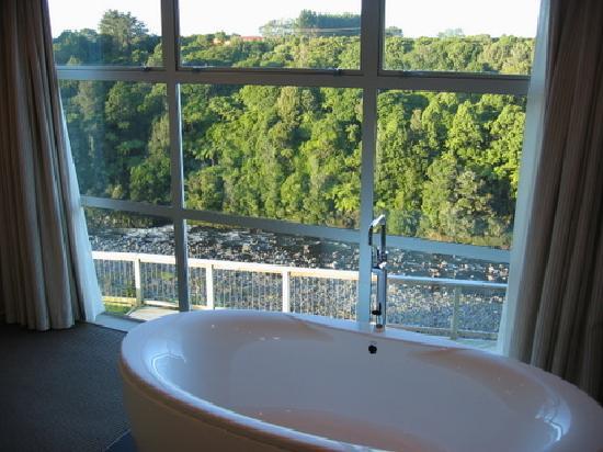 One Burgess Hill: spa bath