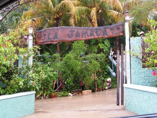 La Jamaca: Entrance