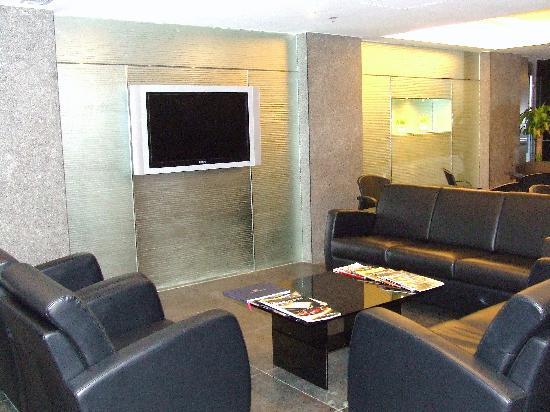 Hotel Benito: Internet cafe lounge area