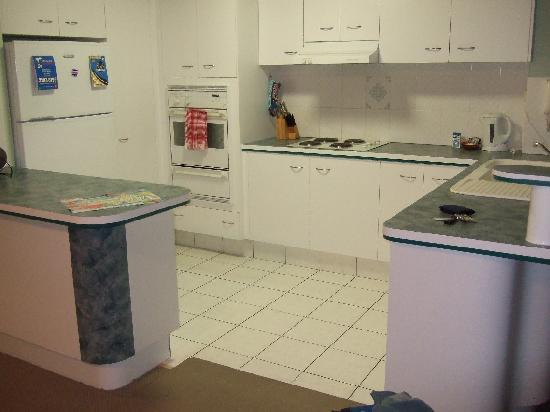 Oceanside Cove Apartments: Kitchen of our Unit